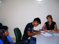 Padre-de-Beneficiaria-firmando