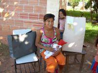 Lucia-Sadi-y-paquetes-de-regalos-antes-de-abrir